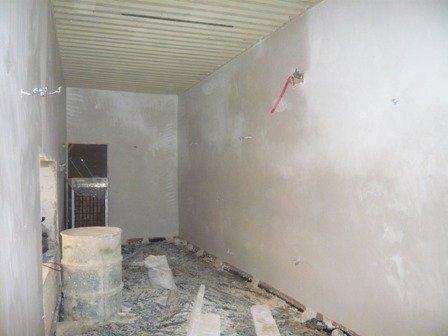 Platre sur les murs de la chambre Nairobi.jpg