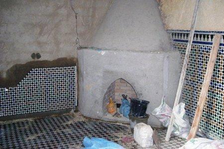 Pose du zellige autour de la cheminée.jpg