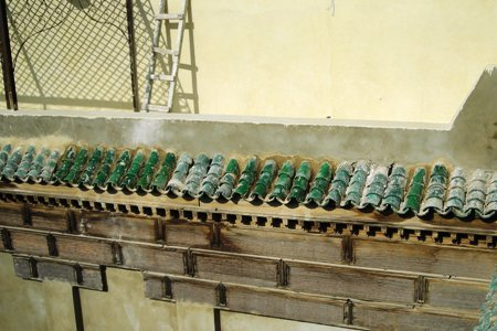 Remplacement des tuiles en haut du patio.jpg